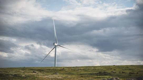 На стройплощадке Кольской ВЭС смонтирована первая из 57 ветроэнергетических установок