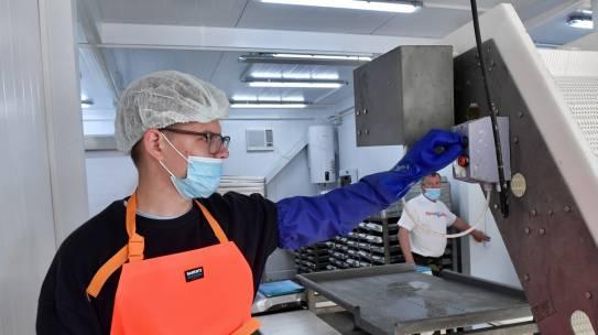 """30 тонн рыбы принял у местных жителей рыбзавод """"Терский берег"""" с момента запуска"""
